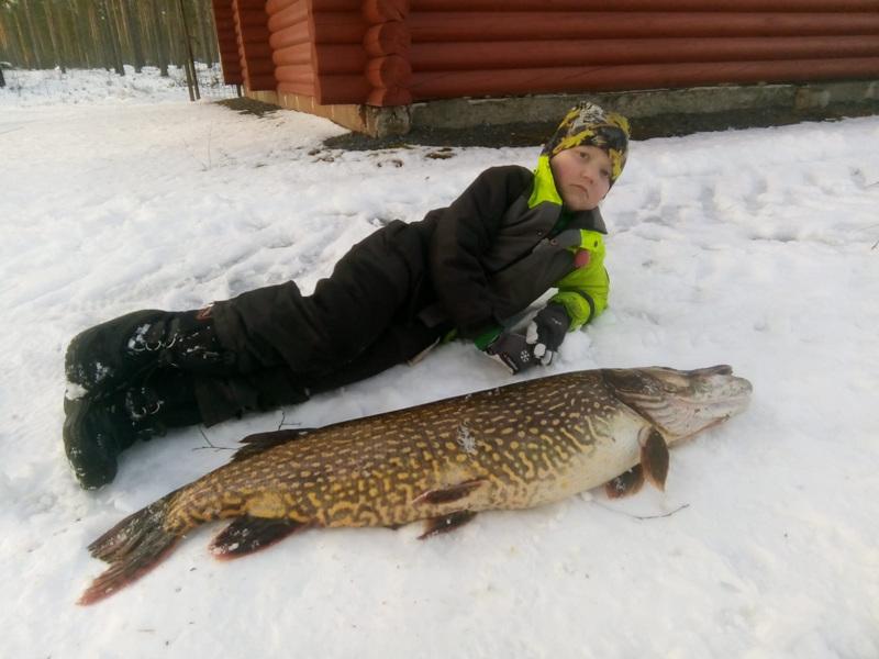 Antti ja hauki Lestijärven saalista 7.4.2020. Hauen paino 11 kiloa, pituus 110 senttiä ja ympärysmitta 55 senttiä.