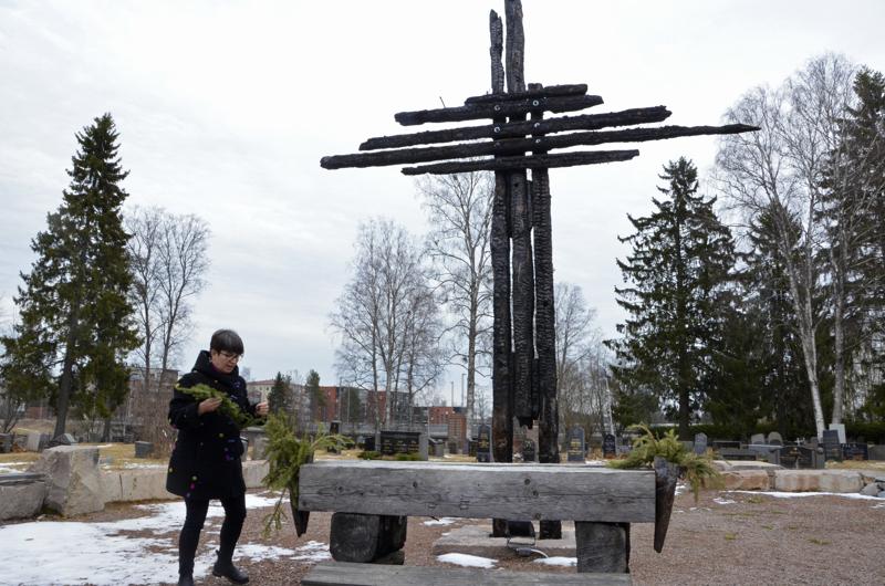 Koronapandemian vuoksi pääsiäisyön hartauteen ei tänä vuonna kokoonnuta Muistokirkkoon. Kirkkoherra Eija Nivala toteaa, että nettiradiointi on helpompi järjestää Suvannon kappelista.