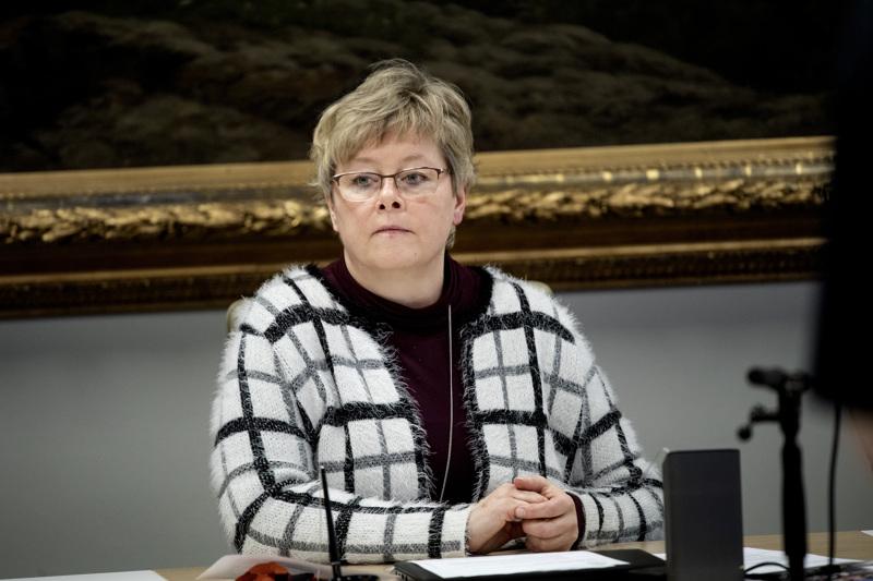 Kaupunginjohtaja Stina Mattilan mukaan Kokkolan talousarvio on menossa uusiin puihin.