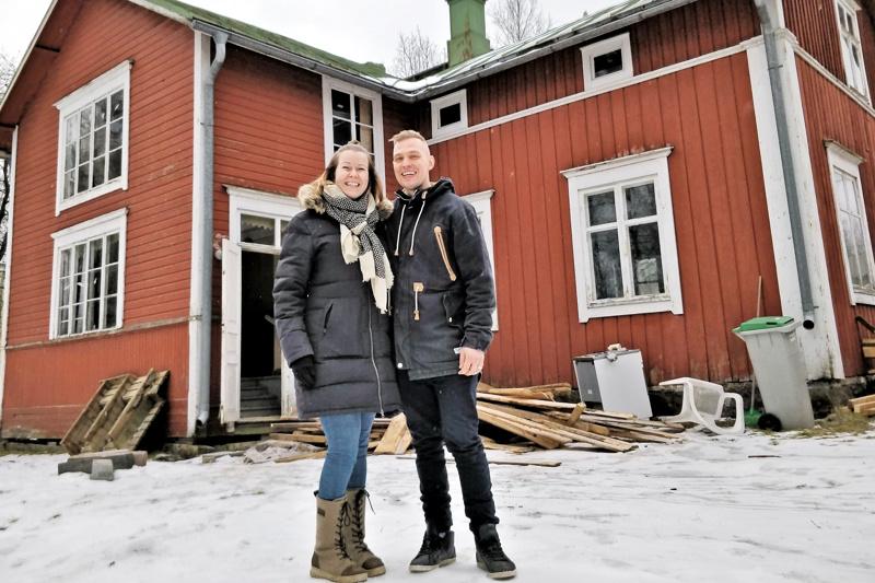 Marjo ja Jarkko Vuorinen ostivat vanhan maalaistalon Skutnäsistä. Tai oikeastaan talo  tuli tontin mukana kaupan päälle.