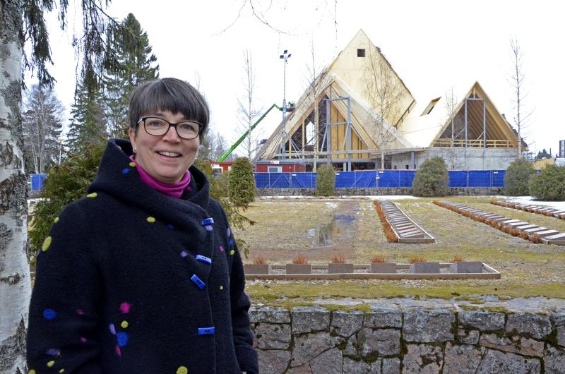 - Ensi vuonna uudessa kirkossa! Ajatus antaa näköalaa ja toivoa tulevaan, kun tässä matkalla on ollut monenlaista mutkaa, Ylivieskan seurakunnan kirkkoherra Eija Nivala tunnustaa.