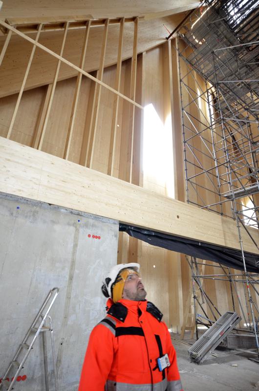 - Uuden kirkon katto on noin 23 metrin korkeudessa, Mikko Kaarto Kotikirkon Rakentajista kertoo.