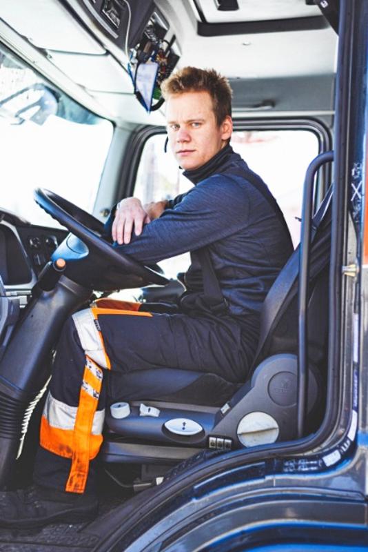 Ammatiltaan Patrik Ojalehto on yhdistelmäajoneuvonkuljettaja.