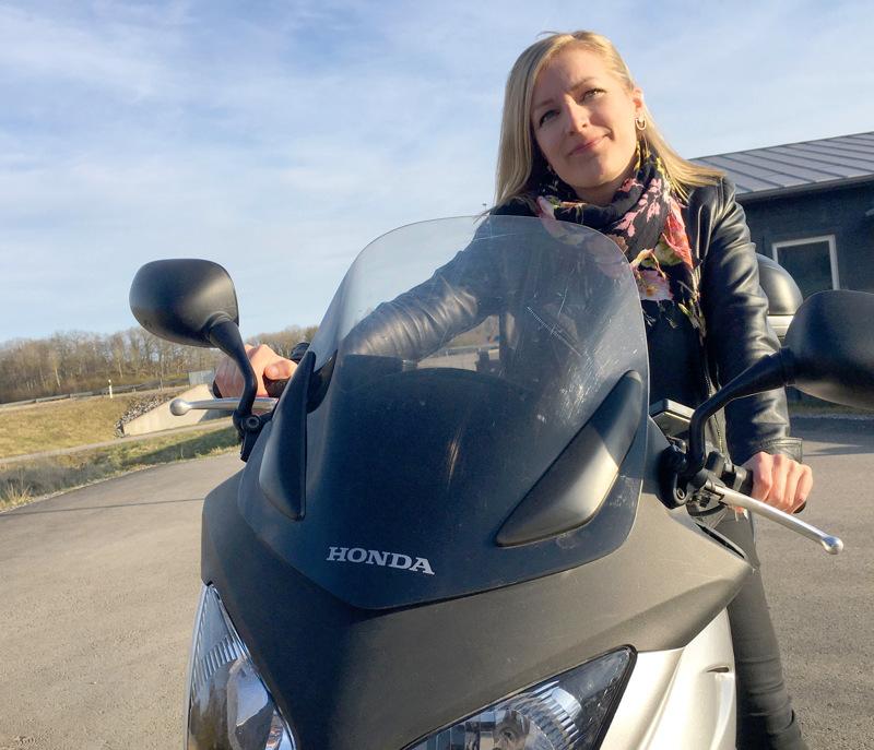 Kaisa Ekdahl suorittaa parhaillaan moottoripyöräkorttia. - Hain tietoisesti jonkin harrastuksen, joka ei liity mitenkään työhöni.