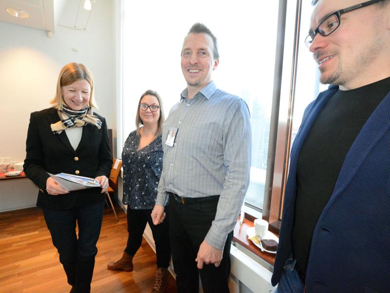 Vuonna 2017 JEDUn markkinointityöpajasta otetussa kuvassa Jurki Saarelan (keskellä) kanssa ovat Marita Vuorinen, Tiina-Riikka Turunen ja Simo Hautamäki.
