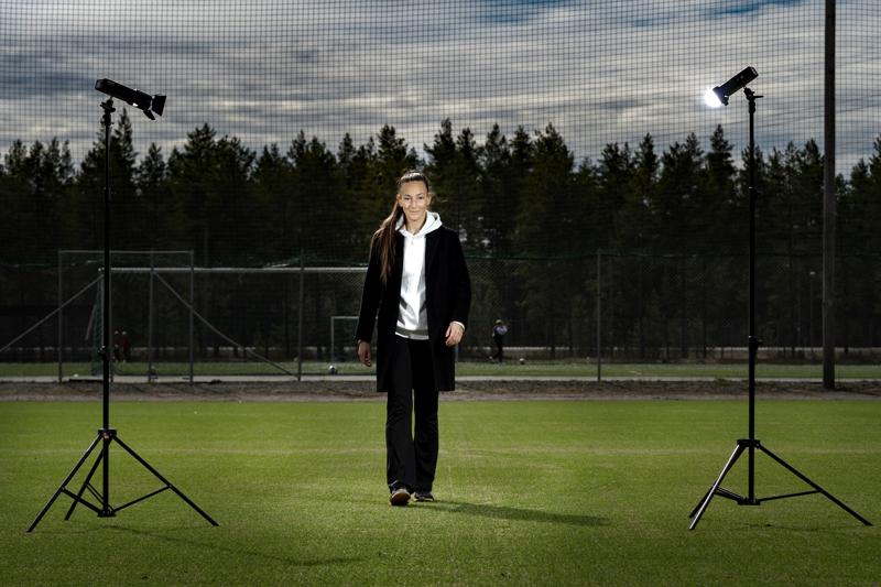 Vielä helmikuun lopussa Linda Nyman vietti jalkapalloammattilaisen elämää Milanossa. Nyt Nyman odottaa koronatilanteen selkiytymistä Kokkolassa.
