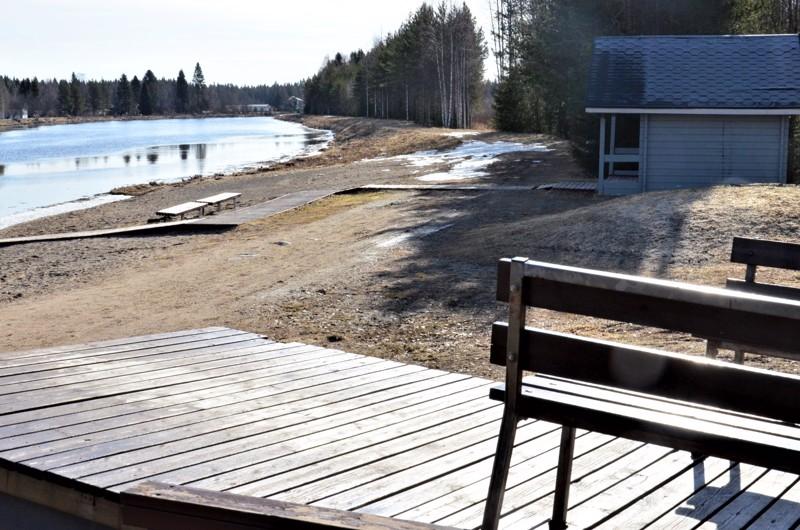 Uusi asuntoalue sijoittuu Hamarin uimarannalta itään eli yläjuoksulle päin.