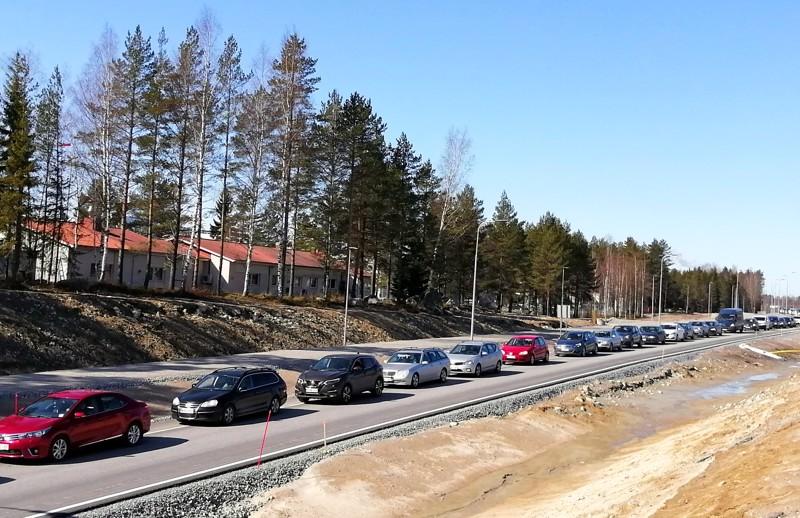 Jono Snellmanin liittymästä Pietarsaaren suuntaan venyi jopa kahden kilometrin mittaiseksi.