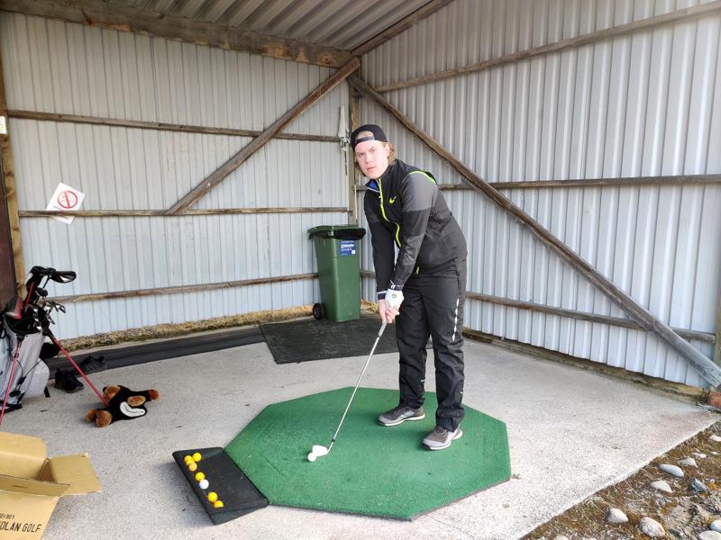 Lenni Liimatta pelaa golfia viidettä vuotta.