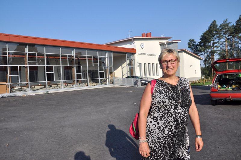 Kaustisen sivistysjohtaja-rehtori Mailis Tastula pitää opettajien lomautuksia murheellisina, mutta Kaustisen taloustilanteessa kaikki keinot on nyt käytettävä talouden tasapainottamiseksi.