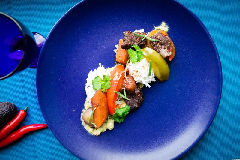 Erilaiset chilit, neilikka ja kaneli tuovat kasvisten kera naudanlihasta tehtyyn meksikonpataan lempeää tulisuutta ja mehevää makua.