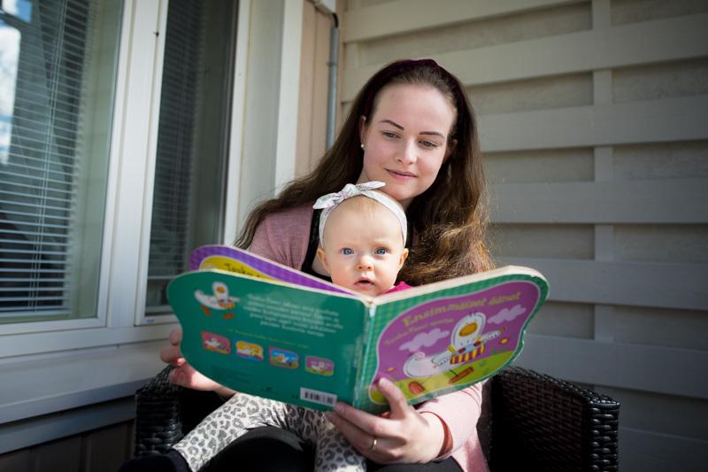Karoliina Jämsällä ja hänen tyttärellään Liljalla on aina hauskaa yhdessä. Syksyllä Lilja saa pikkusisaruksen.