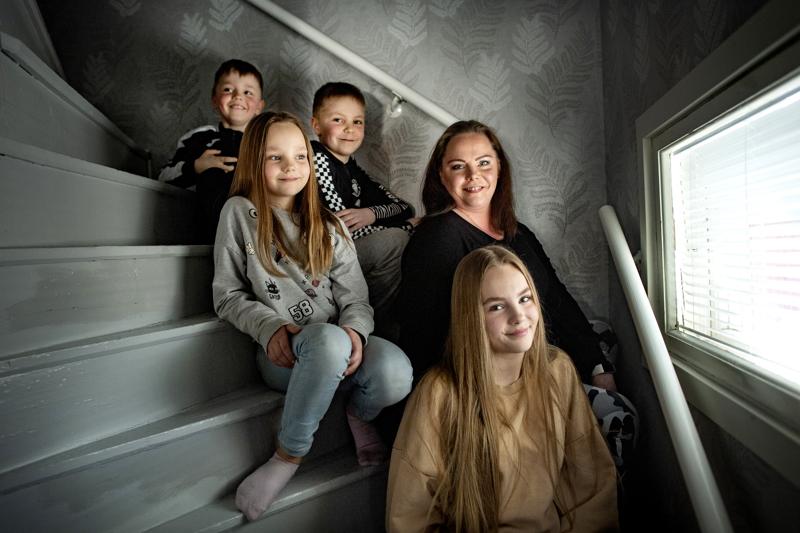 Tuikkasen perheen klaani Ella, Milla, Jasu, Rene ja äiti-Jessica ovat viettäneet etä- ja evakkokevään.