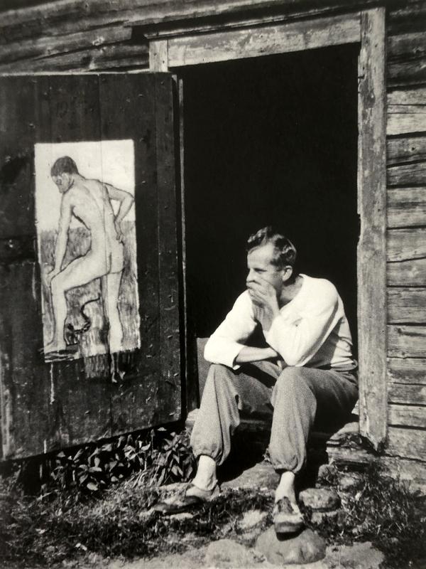 Veikko Vionoja isänsä puusepänverstaan ovella Ullavassa noin vuonna 1930.