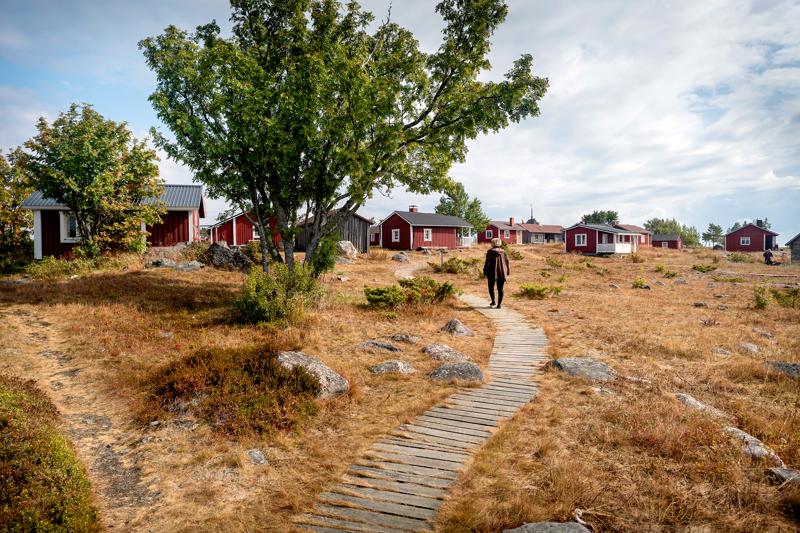 Maakallassa on paljon useita, historiallisia eri tarkoituksiin rakennettuja rakennuksia.
