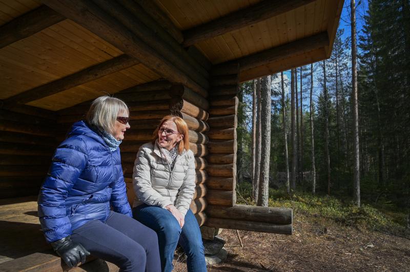 Karvoskylän koulun yhteydessä oleva pururata ja laavu kunnostettiin äskettäin. Ritva Jämsän ja Eveliina Paavolan toiveena olisi, että ihmiset viettäisivät enemmän vapaa-aikaa myös omalla kylällä.