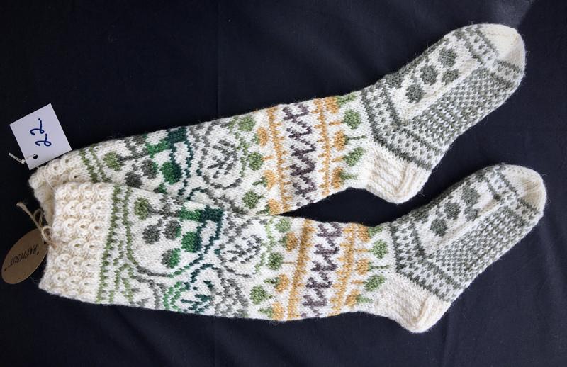 22. Hapitsut. Koko 38-39.  Eva-Maria Nahkala. TUOMARIT: Positiiviset, kauniit sukat, jotka jalassa viihtyy Haapavedellä.