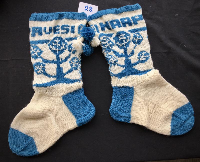 Nro 28. Heidi Nurkkala, Saariselkä. TUOMARIT: Hyvin kotiseutuhenkiset sukat, joissa on vanhojen valokuvien tunnelmaa.