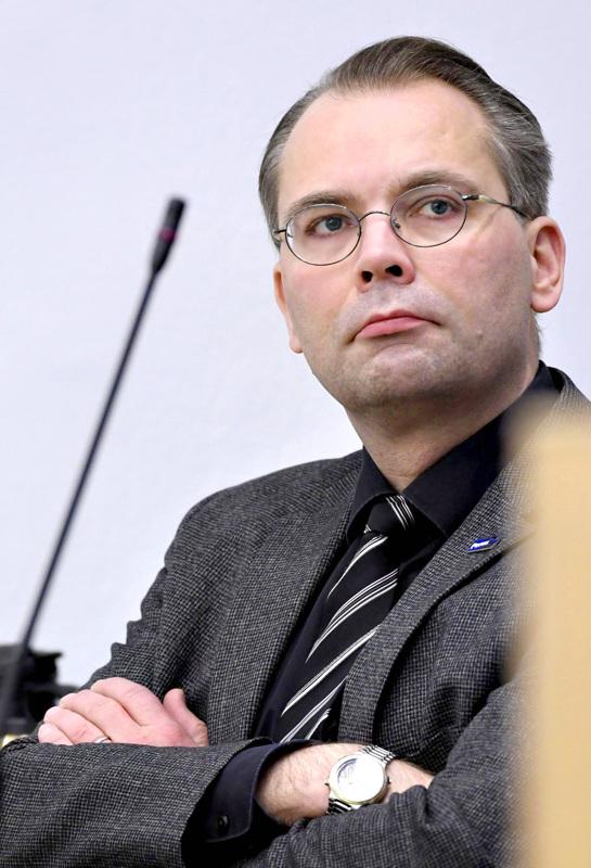 Johtoon? Kirjoittaja näkisi Jussi Niinistön mielellään Kannuksen uutena kaupunginjohtajana.