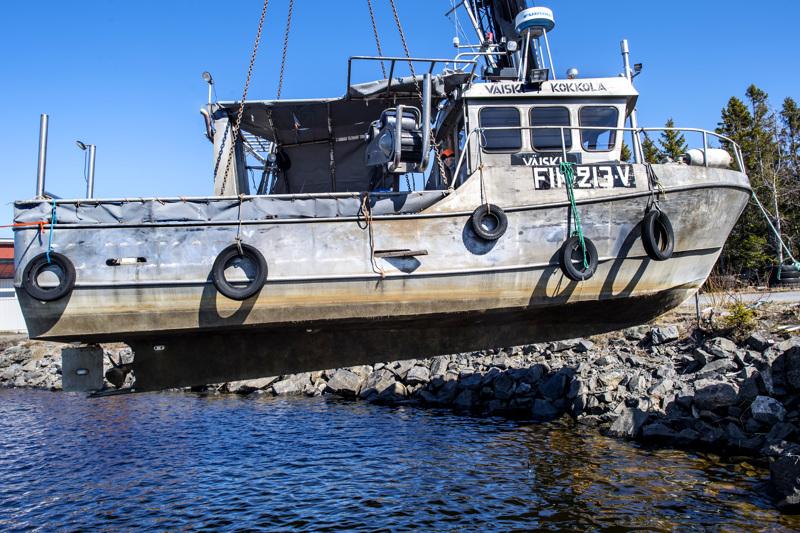 """Vaijereiden päässä 8200 kiloa ja kalastaja siihen päälle. Pentti Rainosalon """"Väiski"""" on valmis merelle."""