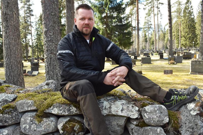 Hautausmaat ovat tulleet Henry Sekille töiden kautta tutuiksi paikoiksi.