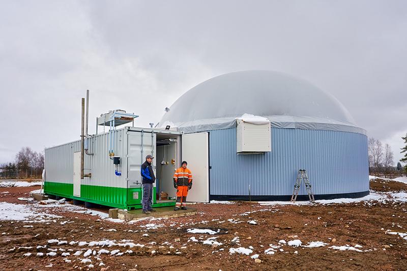 Ville ja Janne Vuorenmaaovat talven aikana päivittäneet ja laajentaneet Virtalan tilan biokaasulaitosta. Biokaasun jalostaminen liikennekäyttöön vaatii vielä lisäinvestointeja.