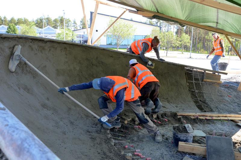 Pietarsaaren skeittipuisto rakentuu pääosin betonista. Urakoitsija Windmill SPS teki vastaavan laitoksen muun muassa Kannukseen pari vuotta sitten.