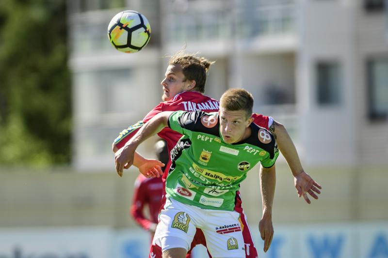 KPV ja Jaro väänsivät viimeksi Ykkösessä vastakkain toissakesänä. Kuvassa Toni Takamäki ja Kalle Multanen.