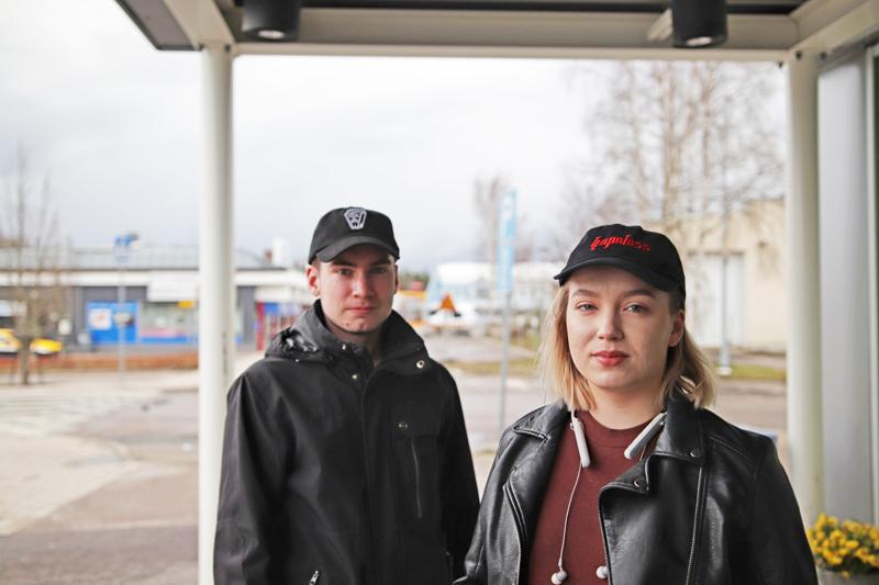 ELINA ja OLLI KARHU: Ei poikkeuksellisia suunnitelmia, vapaapäivää viettäen.