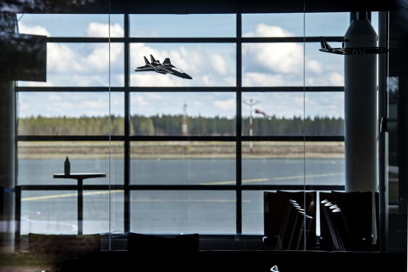 Kruunupyyssä sijaitseva Kokkola-Pietarsaaren lentoasema on ollut poikkeustilan seurauksena kiinni koko kevään. Finnairin koneita ei nähdä Kruunupyyssä näillä näkymin ennen marraskuuta.