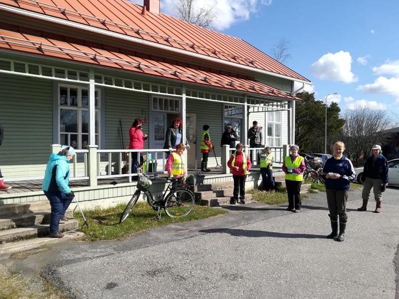 Kaustisen Martat organisoivat maanantaina siivoustalkoot Kaustisen keskustassa.