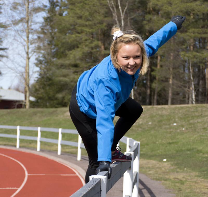 Urheilukoulussa on tänäkin kesänä parkouria, joka motivoi myös liikunnanohjaaja Marisa Koskea.