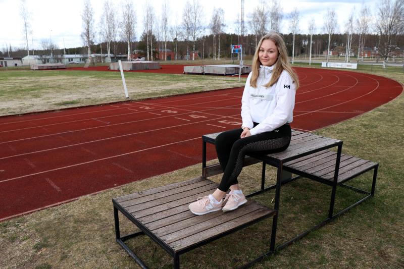 Venla Rannila työskentelee Vetelin Urheilijoiden seuratyöntekijänä kesän 2020.