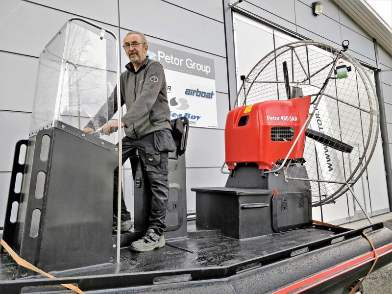 Luotolaisfirma Petor Oy  ryhtyi valmistamaan hydrokoptereita kymmenen vuotta sitten. Hallin pihassa seisova demo on kehitelty palokuntien käyttöön. Ohjaksissa tj Tore Käld.