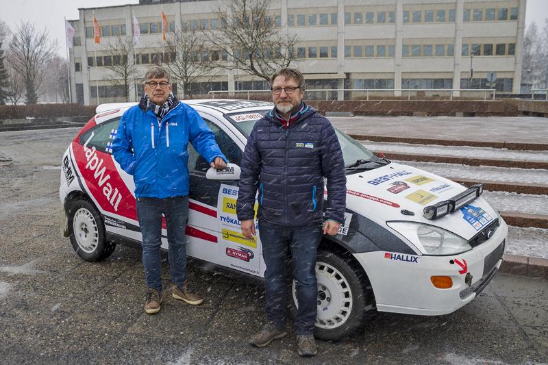 KokUA:n Anssi Räikkönen (vas.) ja Jyrki Lampela ovat mukana jatkamassa juhlarallin järjestelyjä.