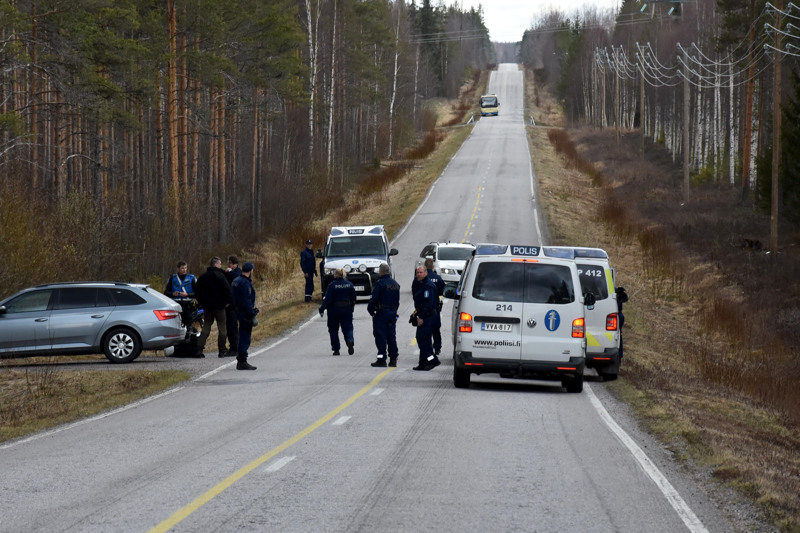 Laaja poliisioperaatio. Mies jäi lopullisesti kiinni Eskolan Lummukassa.