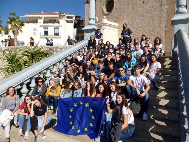 Viiden kumppanusmaan delegaatiot Barcelonassa vuonna 2018.  Pietarsaaren lukio on sopinut Barcelonan suuntaan myös kahdenvälisestä yhteistyöstä.