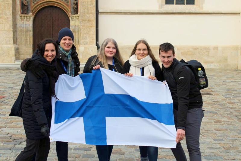 Opettajat Tiina Stara ja Timo Lehto sekä oppilaat Krista Yli-Saari, Teea Pöldsam ja Joosep Pöldsam Kroatiassa vuonna 2019.