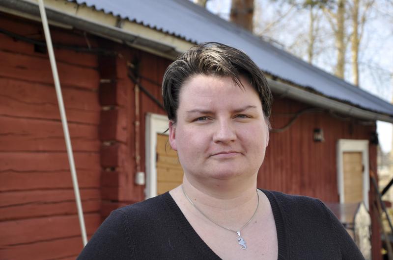 Kylässä kotonaan. Jenni Ekoluoma arvostaa Torvenkylän rauhaa ja puhuu sivukylien puolesta.