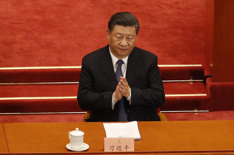 """Kiinan presidentti Xi Jinping kuvattiin torstaina Pekingissä. Hän on luvannut, että ensi vuonna, kun kommunistipuolue juhlii satavuotispäiväänsä, Kiina on """"kohtuullisen hyvinvoiva maa""""."""