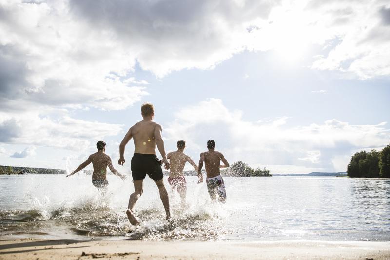 Koronaepidemia rajoittaa kesänviettoa. Meteorologit ennakoivat sentään sellaisia säitä, jotka miellyttävät monia.