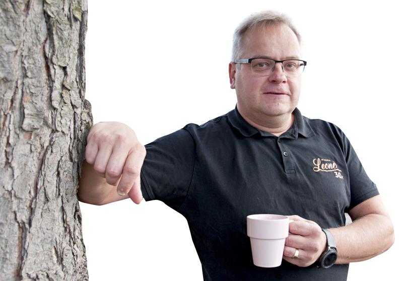 Ravintolayrittäjä Ilkka Koski pohtii muiden ravintolayrittäjien lailla, miten hallituksen ohjeistus mahdollistaa ruokaravintolan toiminan kesäkuun alusta alkaen.