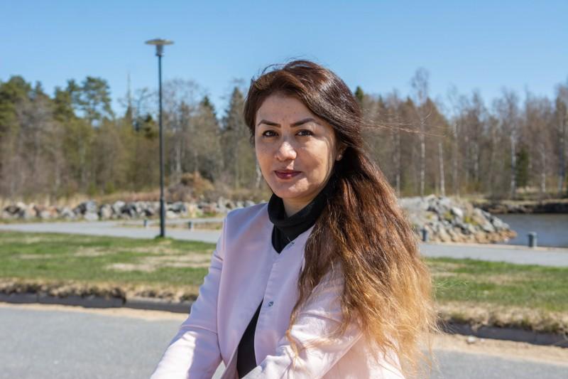 - Nyt on meidän vuoromme valita hyvä työ ja elää onnellista elämää. Sen vuoksi haluamme tehdä kaikkemme ja yrittää parhaamme, toteaa Iranista Suomeen muuttanut Leila Adeli.