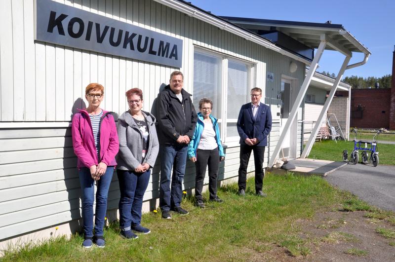 Anna-Maija Marjusaari, Irmeli Hartikainen, Anssi Torppa, Seija Hakkarainen ja Hannu Jyrkkä suunnittelevat Koivukulmaan uudentyyppistä asumista senioreille.