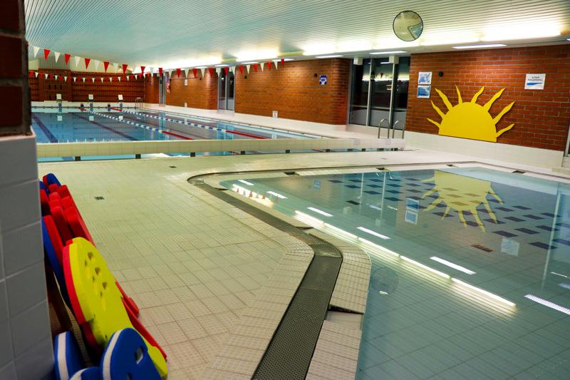 Vetelin liikuntakeskuksen uimahalli avautuu vasta 31. elokuuta. Käytännössä tämä tarkoittaa muun muassa sitä, että lasten uimakoulut jäävät hallissa tänä kesänä järjestämättä.