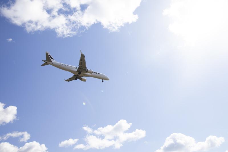 Kokoomus on ehdottanut, että Finnairin väliaikaisesti lopettamat lentoyhteydet viiteen vähemmän liikennöityyn maakuntaan hankittaisiin ostopalveluna.