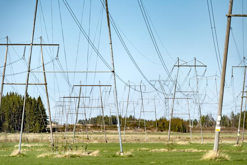Sähköasku muodostuu sähkön hinnasta ja sähkön siirrosta perustuvasta maksusta ja perusmaksusta. Sähkön energian voit kilpailuttaa mutta siirtoa ei.