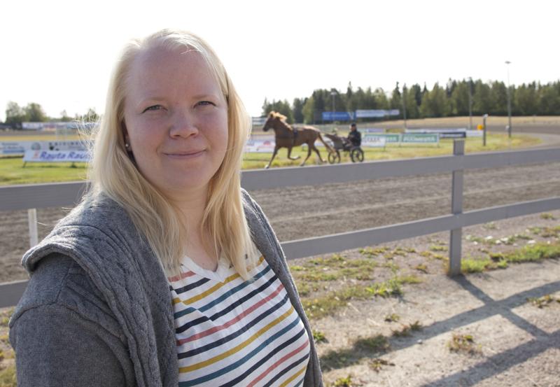 Elina Jaakola valittiin Ylivieskan raviradan johtoon viime vuoden kevättalvella.