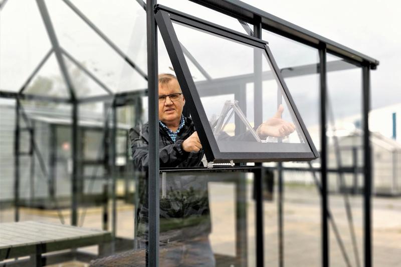 Mikael Kivikangas, 58, on tehnyt perhefirmassa töitä koko ikänsä, toimitusjohtajana 1990-luvun puolivälistä asti.