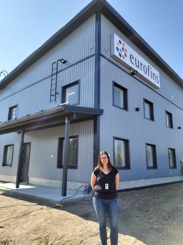 Eurofins Nab Labs Oy:n uusi yksikön päällikkö Susanna Arvilommi ja upouudet toimitilat.